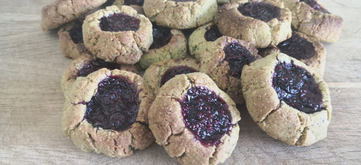 PISTACHIO & BLUEBERRY-FILLED COOKIES